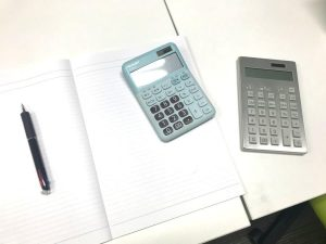 計算機とノートとペン